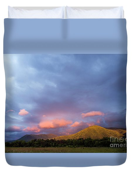 Duvet Cover featuring the photograph Evening In Cades Cove - D009913 by Daniel Dempster