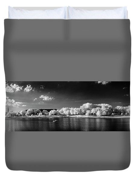 Exploring Ir Duvet Cover