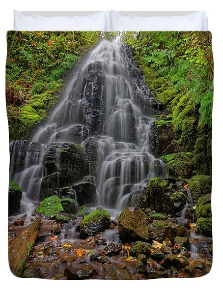 Duvet Cover featuring the photograph Fairy Falls by Jonathan Davison