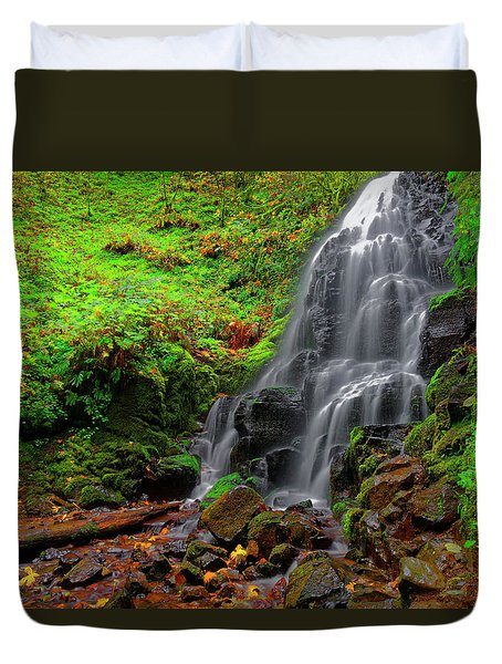 Duvet Cover featuring the photograph Fairy Falls Oregon by Jonathan Davison
