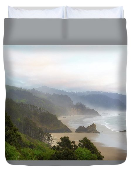Falcon And Silver Point At Oregon Coast Duvet Cover