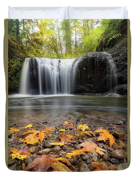 Fall Maple Leaves At Hidden Falls Duvet Cover