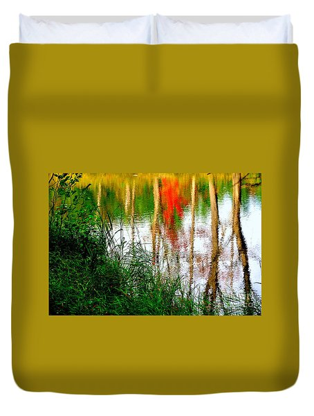 Duvet Cover featuring the photograph Fall Reflections by Elfriede Fulda