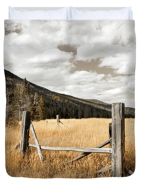 Fallowfield Weathered Fence Rocky Mountain National Park Dramatic Sky Duvet Cover by John Stephens