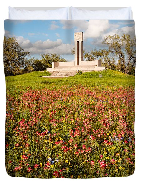 Fannin Monument And Memorial With Wildflowers In Goliad - Coastal Bend South Texas Duvet Cover