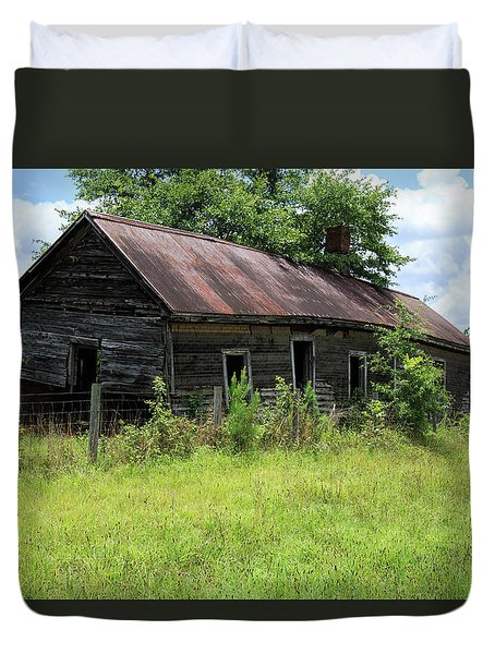 Duvet Cover featuring the photograph Farmhouse Abandoned by Doug Camara