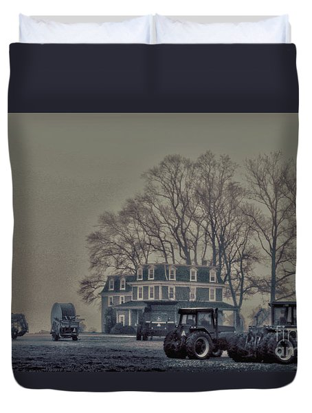 Farmhouse In Morning Fog Duvet Cover by Sandy Moulder