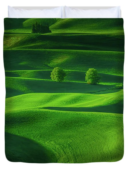 Farmhouse In The Waves Of Light Duvet Cover by Don Schwartz