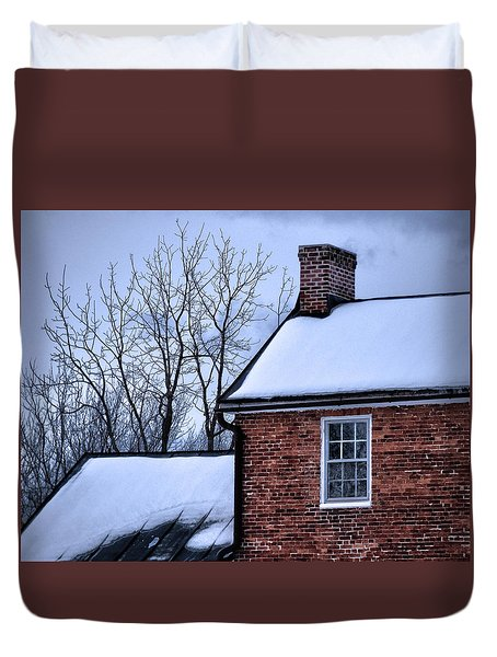 Duvet Cover featuring the photograph Farmhouse Window by Robert Geary