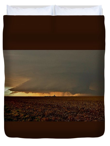 Duvet Cover featuring the photograph Farmland Supercell by Ed Sweeney