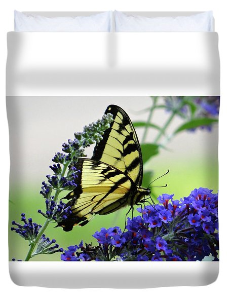 Feeding From A Nectar Plant Duvet Cover