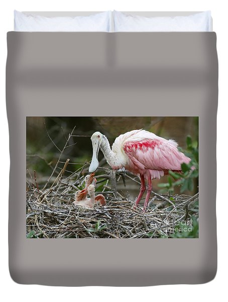 Feeding The Babies Duvet Cover by Myrna Bradshaw