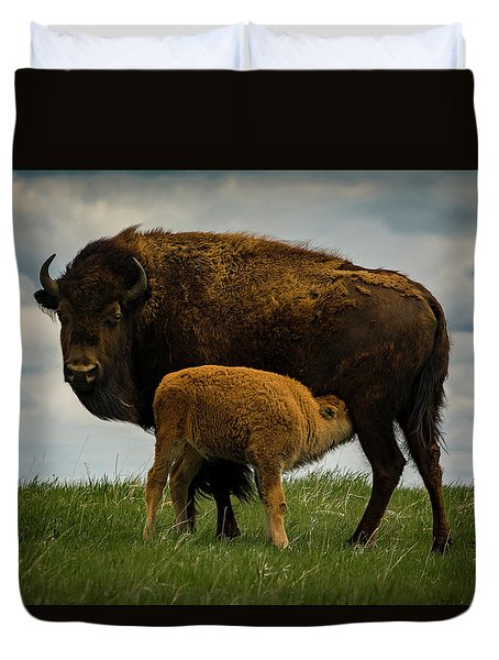 Duvet Cover featuring the photograph Feeding Time II by Gary Lengyel