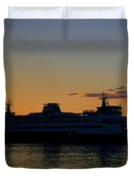 Ferry Boat Arrives To Mukilteo Ferry Terminal Duvet Cover