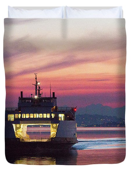 Ferry Issaquah Docking At Dawn Duvet Cover