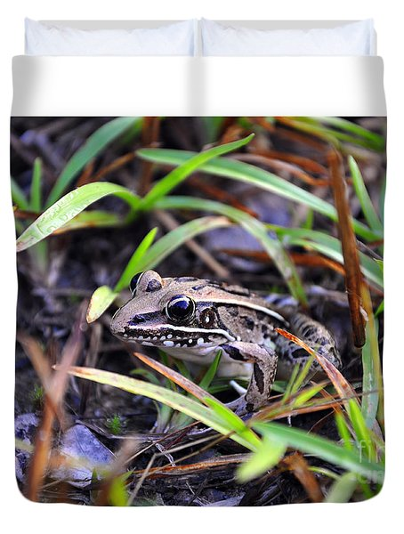 Duvet Cover featuring the photograph Fine Frog by Al Powell Photography USA