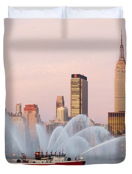 Fire Boat And Manhattan Skyline I Duvet Cover by Clarence Holmes