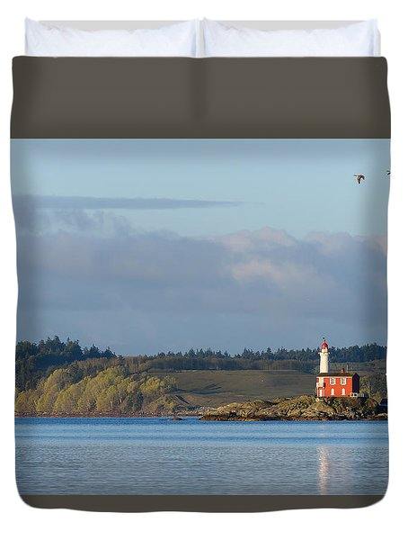 Fisgard Lighthouse At Dawn Duvet Cover
