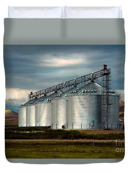 Duvet Cover featuring the photograph Five Silos On The Plains Of The Texas Panhandle by MaryJane Armstrong