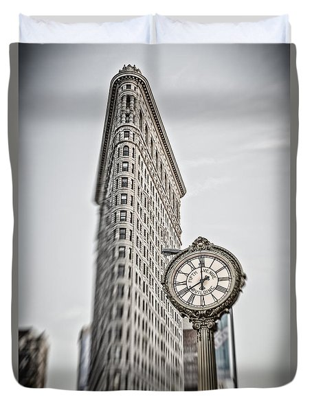 Duvet Cover featuring the photograph Flat Iron Building by Juergen Held