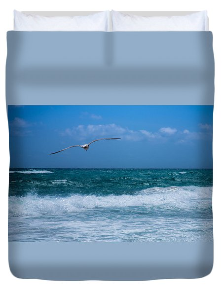 Duvet Cover featuring the photograph Florida Seagull In Flight by Jason Moynihan