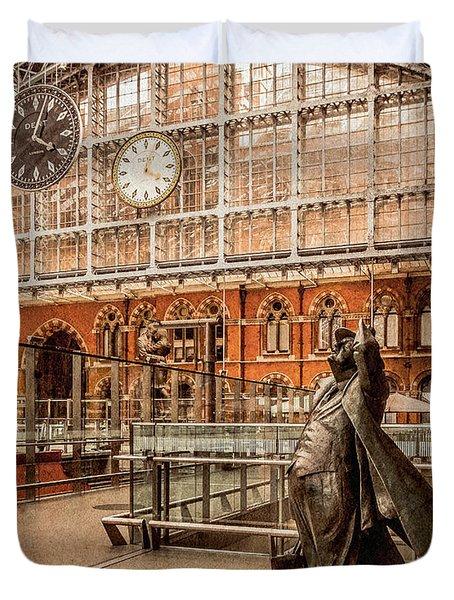 London, England - Flying Time Duvet Cover