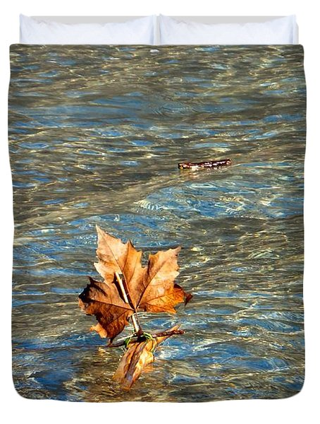 Fortune Sur L'eau Duvet Cover
