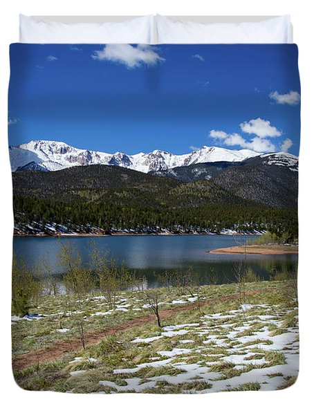 Fresh Snow Along The Banks Of Crystal Creek Reservoir With Pikes Duvet Cover