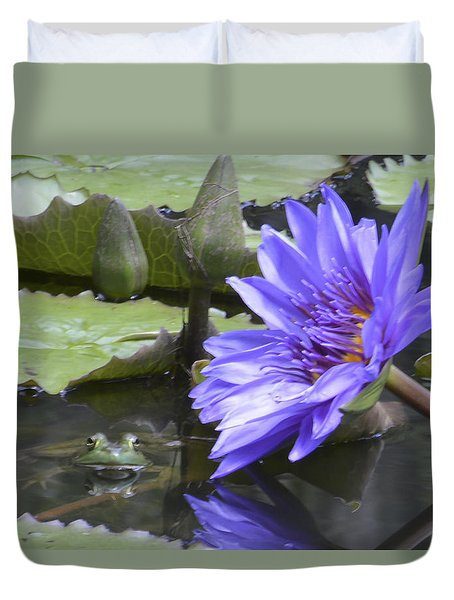 Frog With Water Lily Duvet Cover by Linda Geiger