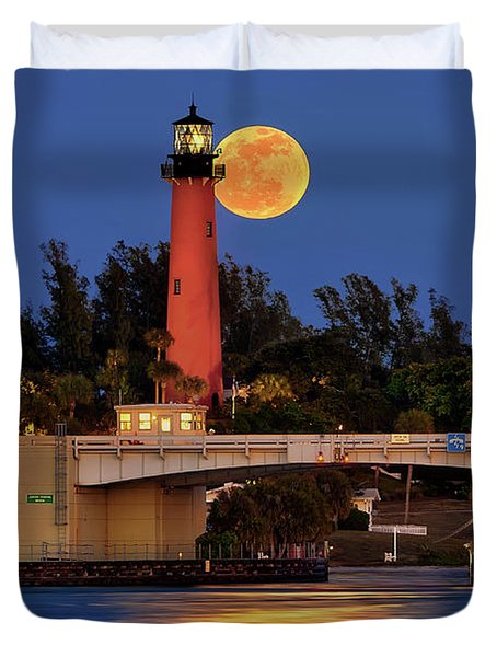 Full Moon Over Jupiter Lighthouse, Florida Duvet Cover