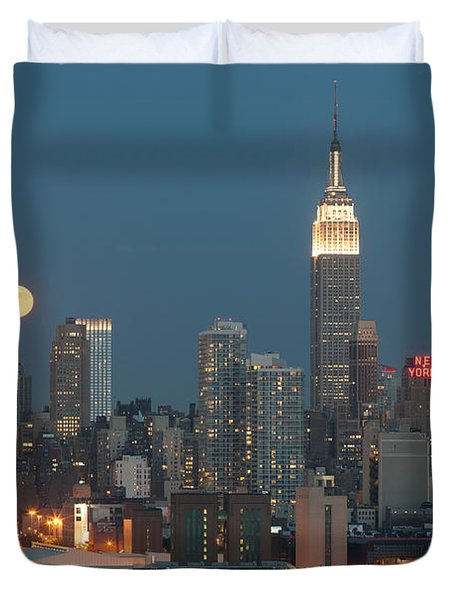 Full Moon Rising Over New York City II Duvet Cover by Clarence Holmes