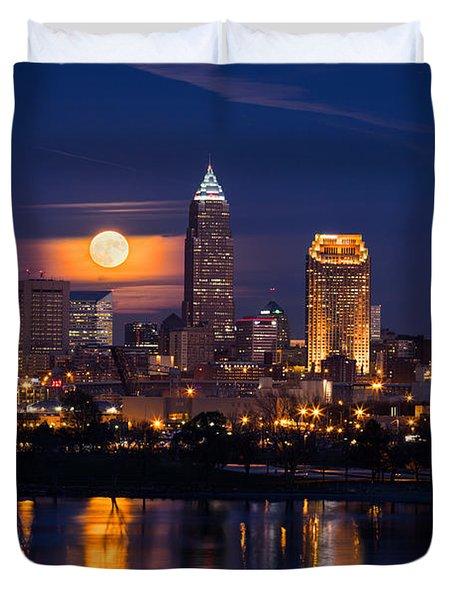 Full Moonrise Over Cleveland Duvet Cover