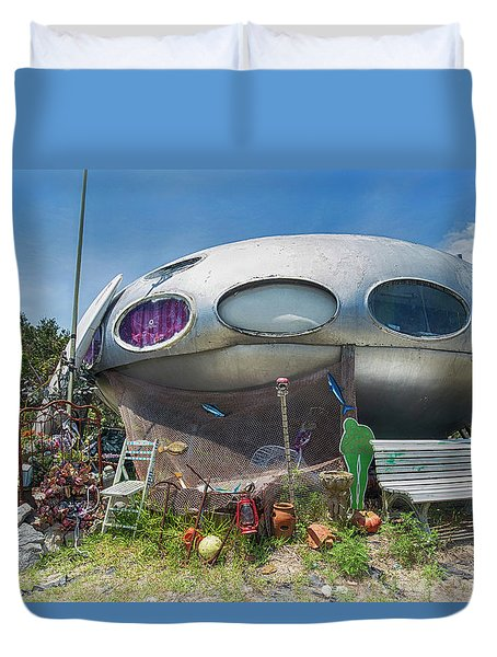 Duvet Cover featuring the photograph Futuro House by Alan Raasch