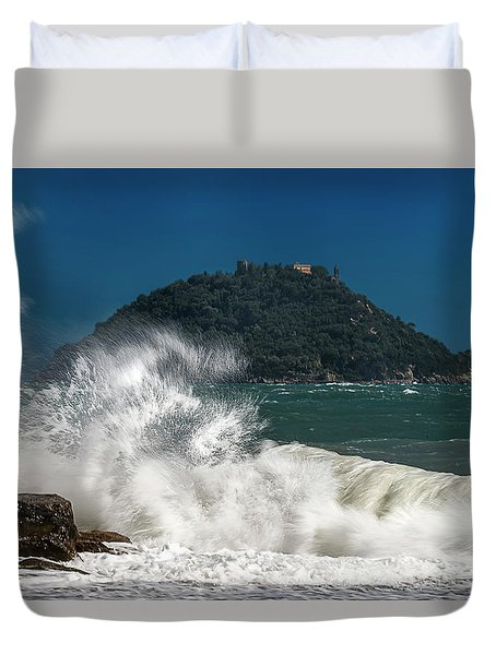 Gallinara Island Seastorm - Mareggiata All'isola Gallinara Duvet Cover