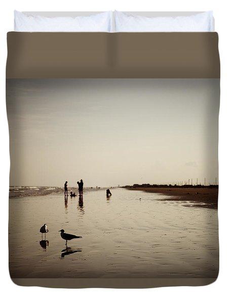 Galveston Seagulls Duvet Cover by Ray Devlin