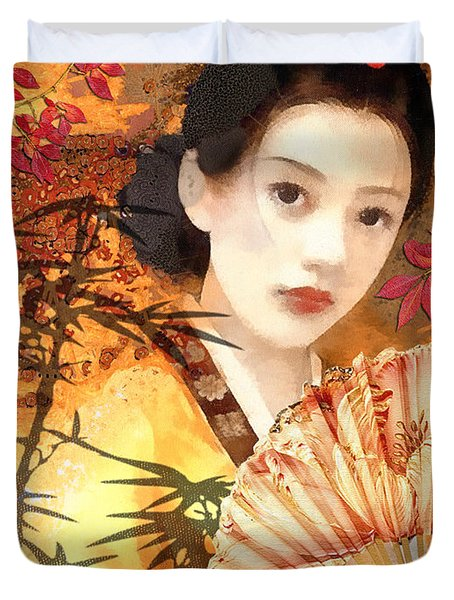 Geisha With Fan Duvet Cover