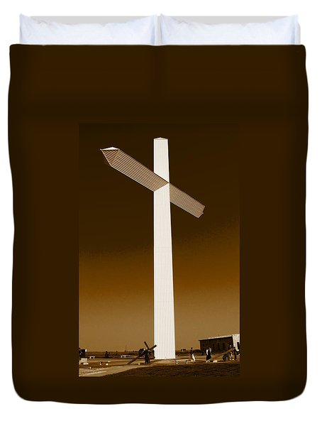Duvet Cover featuring the photograph Giant Cross Groom Texas by Bob Pardue