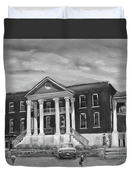 Gilmer County Old Courthouse - Black And White Duvet Cover