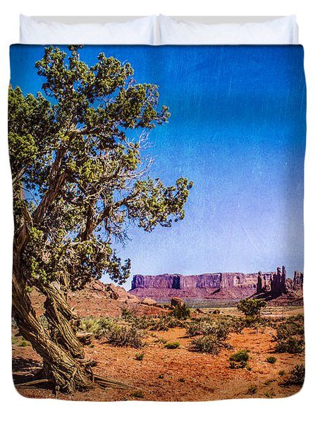 Gnarled Utah Juniper At Monument Vally Duvet Cover