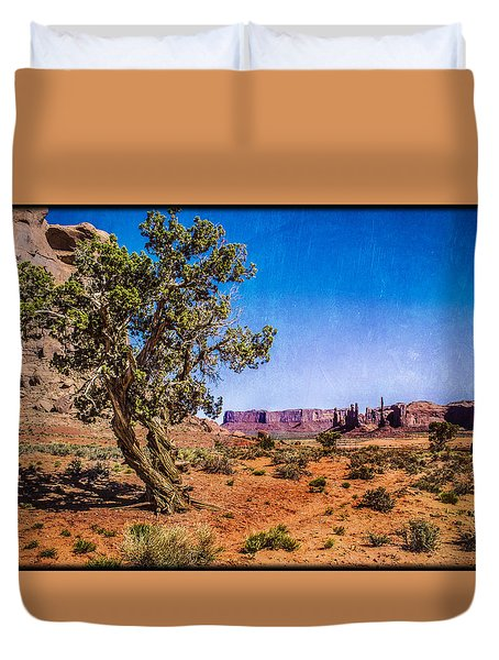 Gnarled Utah Juniper At Monument Vally Duvet Cover
