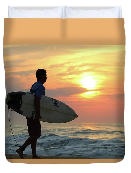 Duvet Cover featuring the photograph Goin Surfing by Robert Banach
