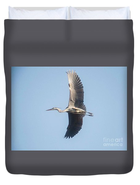 Duvet Cover featuring the photograph Great Blue On Final by David Bearden