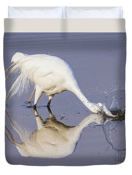 Great Egret Dipping For Food Duvet Cover