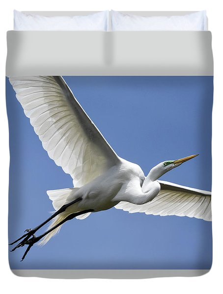 Duvet Cover featuring the photograph Great Egret Soaring by Gary Wightman