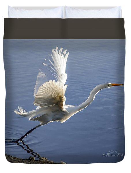 Great Egret Taking Flight Duvet Cover