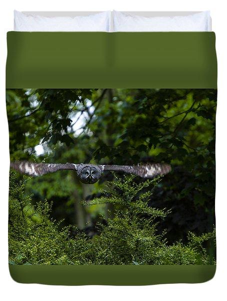 Great Grey Owl In Flight Duvet Cover