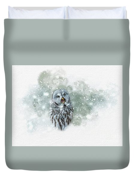 Great Grey Owl In Snowstorm Duvet Cover