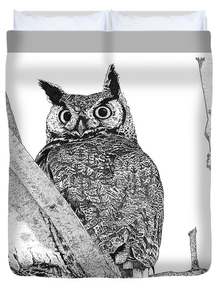 Great Horned Owl In A Tamarisk Duvet Cover