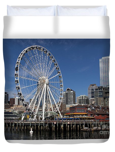 Duvet Cover featuring the photograph Great Wheel by Suzanne Luft
