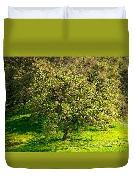 Green Oak Tree And Grasses Duvet Cover